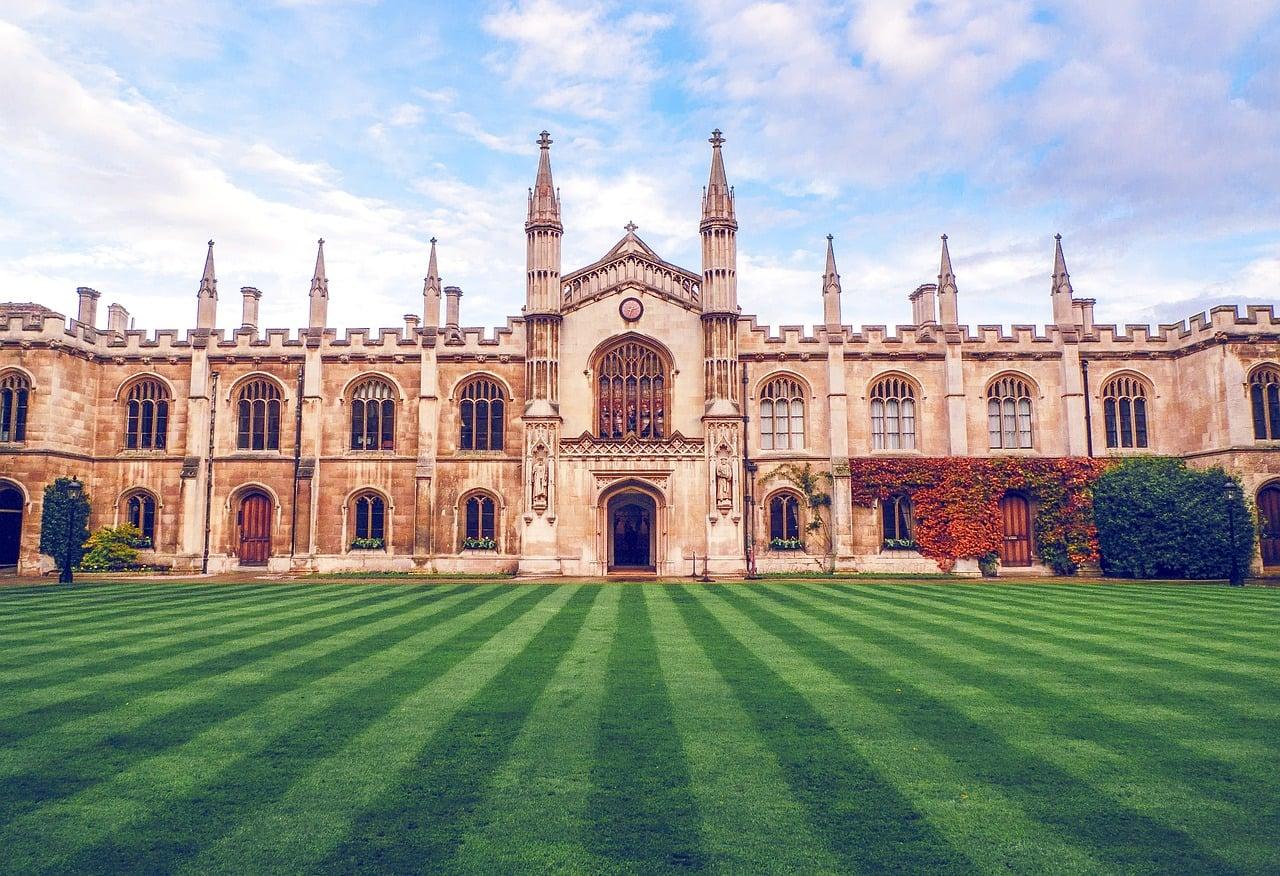 Yurtdışında Üniversite Okumak İçin Geç Kalmadınız!